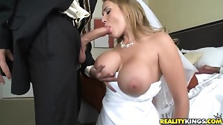 Hot bride Alanah Rae cheats on her groom with superlatively valuable friend!