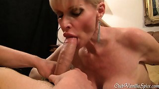 Sexually excited Cougar loves to swallow hard 10-Pounder for the camera