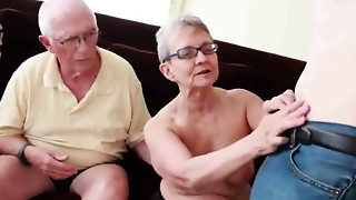 Aged bitch sucks grand-dad while sucking & fucking her boytoy