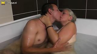 Older hooker mom takes juvenile 10-Pounder in the bathtub