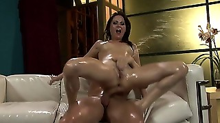 Copulates her oiled body