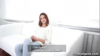 Tricky Agent - Ex-gymnast doing the splits on shlong