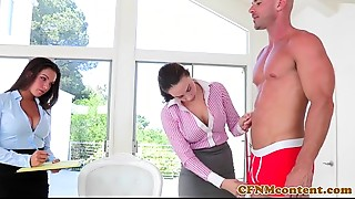 CFNM playgirl Shae Summers bonks in threeway