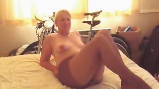 Hot Older Lady in Pantyhose Gives Handjob