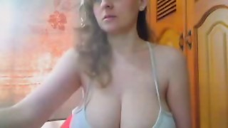 Short But Sweet,Amateur Flashes Her HugeTits And Big Teats
