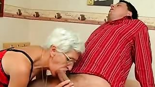 Older slut takes her Teeth out for a worthwhile Suck
