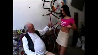Young slut has no cash for bike been repaired by older stud