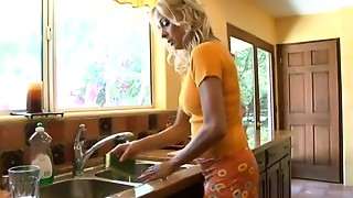Ideal mommy I'd like to bonk Payton Leigh acquires screwed in the kitchen