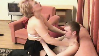 Russian mommy is fucked by her guy