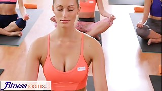 FitnessRooms Sweaty cleavage in a room full of yoga sweethearts