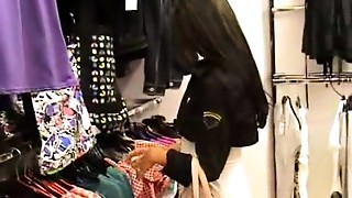 Desi hotty getting fc.uk.ed in a changing rooom of a mall