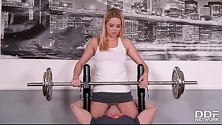 Fitness slut Nikky Dream goes pantyless to Gym &amp_ gets Skull Screwed