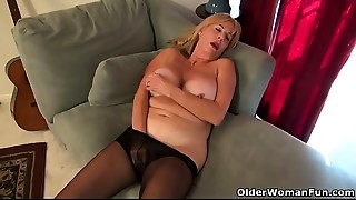 American gilf Phoenix Skye needs to rub her old cum-hole