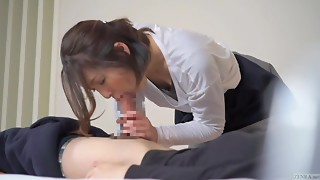 Subtitled Japanese hotel massage leads to oral sex in HD
