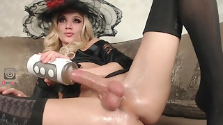 Large ramrod Lady-man maridekoks masturbating with toy