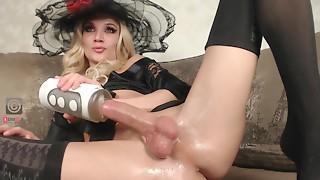 Large ramrod Lady-man maridekoks masturbating with toy
