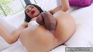 T-girl Melissa Pozzi puts her own huge cock in her arse