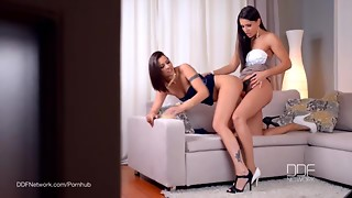 Lesbos Cindy Hope and Brandy Smile Strap-on bang session
