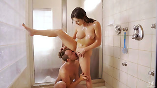 Leah Gotti in Provocative Assfucking