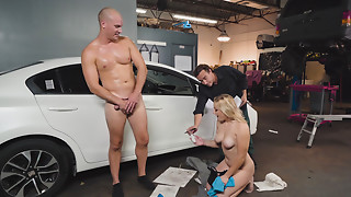 Bigtitted blond Daisy Lynne gives irrumation to a mechanic in the garage