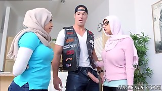 2 Muslim Arabs With Large Billibongs In Hijab receive laid in 3some