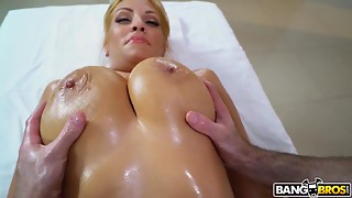 Perverted masseur gives bigtitted client climax as a bonus