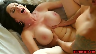 Large cans mamma hard sex and facial