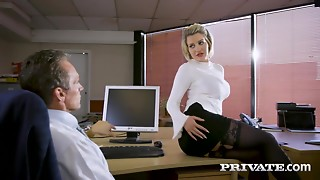 Intimate - Sienna Day bonks her boss in the office