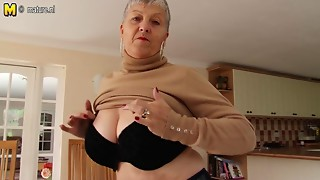 Breasty grandma with hungry aged wet crack