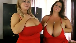 2 large lesbo girlfriends are licking nipps and wet cracks