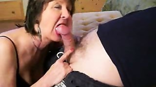 Cougar is sucking my dick! Real amateur.F70