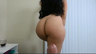 Thick booty Jolla copulates hard ramrod and squirts on him