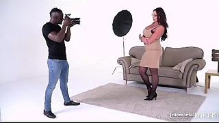 Interracial bangers Emma A-hole &amp_ her photographer acquire your what u want!