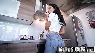 (Naomi Woods) - Pleasing Naomi - MOFOS