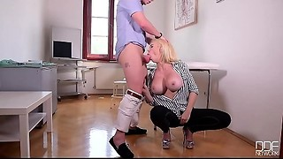 Final Minute - Hardcore Titty Screw in Doctor&rsquo_s Office