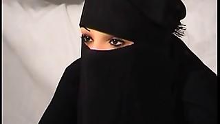 Sexy Arab slut Nadia