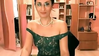 webcam girl old show and widen hairy muff and rectal hole